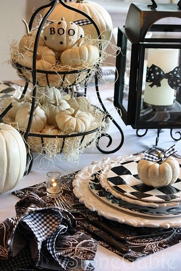 black-and-white-halloween-table-decoration
