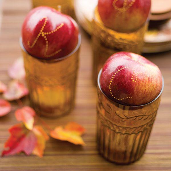 Punzecchiate le mele con uno stuzzicadenti e il decoro è fatto!